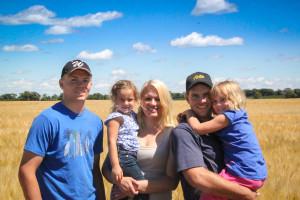Pinke Family on the prairie